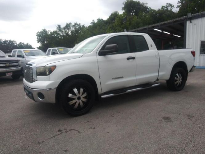 2012 WHITE TOYOTA TUNDRA DOUBLE CAB SR5 (5TFRM5F1XCX) with an 4.6L engine, Automatic transmission, located at 830 E. Canino Rd., Houston, TX, 77037, (281) 405-0440, 38.358219, -81.729942 - Photo #0