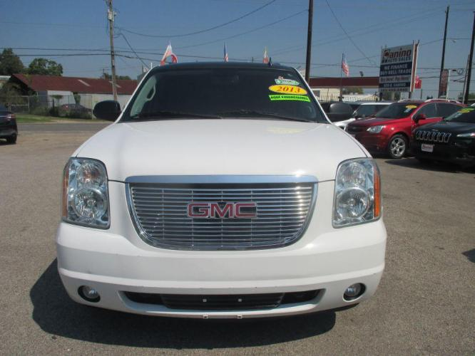 2013 WHITE GMC YUKON XL 1500 SLT (1GKS1KE02DR) with an 5.3L engine, Automatic transmission, located at 830 E. Canino Rd., Houston, TX, 77037, (281) 405-0440, 38.358219, -81.729942 - Photo #0
