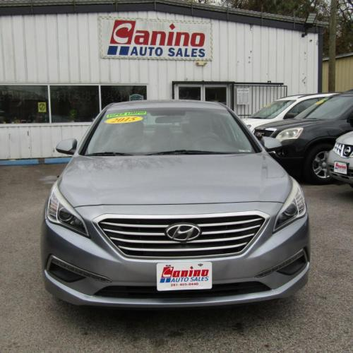 2015 SILVER HYUNDAI SONATA SE (5NPE24AF4FH) with an 2.4L engine, Automatic transmission, located at 830 E. Canino Rd., Houston, TX, 77037, (281) 405-0440, 38.358219, -81.729942 - Photo #0